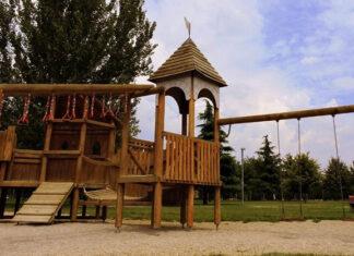 Dlaczego warto posiadać drewniany plac zabaw dla dzieci
